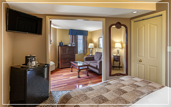Spend the night in a king-sized bed with spacious accommodations in Stratford, Ontario